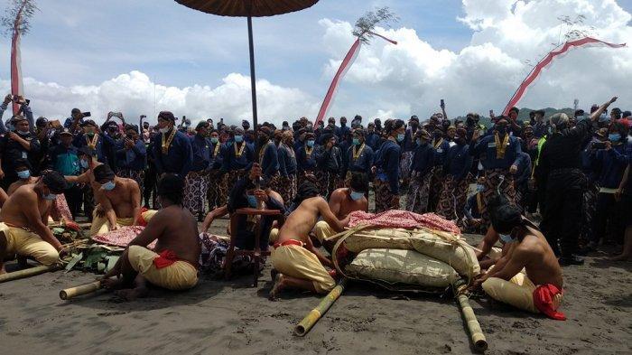 Tingalan Jumenengan Dalem untuk Memperingati Kenaikan Tahta Sri Sultan Hamengku Buwono X.
