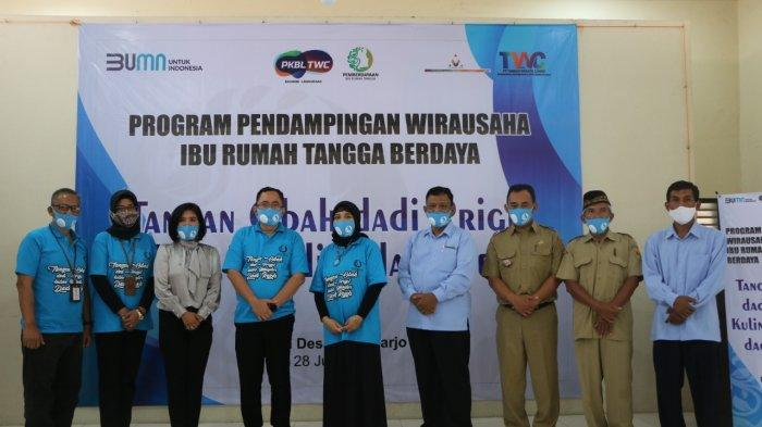 Ibu Rumah Tangga Sekitar Candi Borobudur Dapat Pelatihan Kewirausahaan