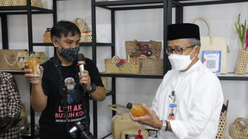 Bank Indonesia DIY Bersama 12 PJSP Dorong Penggunaan QRIS di Pasar Beringharjo Melalui Bazaar QRIS