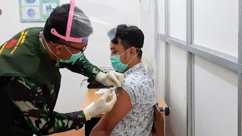 Vaksinasi Covid-19 Tetap Aman Dilakukan Saat Puasa