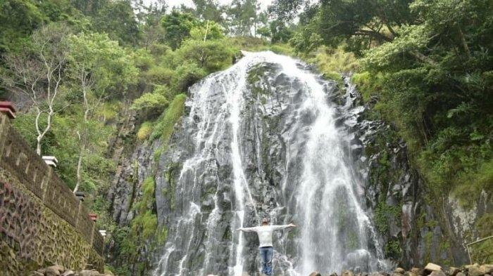 Jangan Duduk di Tepi Aliran Sungai, 7 Tips Aman Berwisata ke Air Terjun saat Musim Hujan