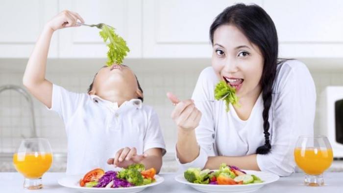 Meski Berbahan Alami, Bolehkah Anak Makan Makanan Mentah?