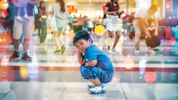 5 Dampak Negatif Jika Terlalu Sering Ajak Anak ke Mall