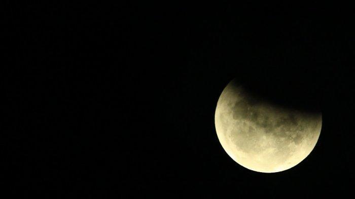 Tips Mengamati Gerhana Bulan Total Malam Ini