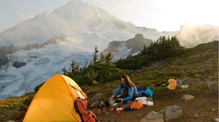 Camping Saat Liburan Akhir Tahun, Ini Peralatan Memasak yang Wajib Dibawa