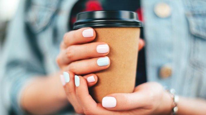Minum Pakai Gelas Kertas, Ini Bahaya yang Mengintaimu