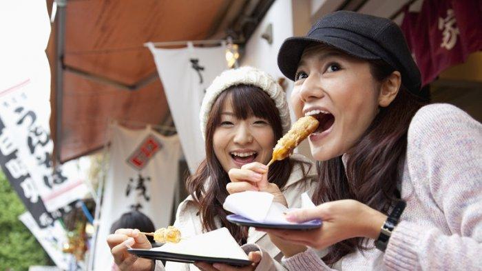 Di Jepang, Ada Larangan Makan Sambil Berjalan untuk Warganya dan Berlaku Juga Pada Turis