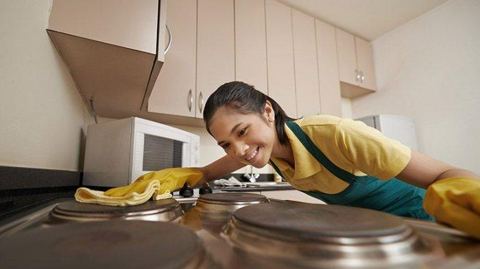 Membersihkan Kompor, Cukup Pakai 3 Bumbu Dapur Ini