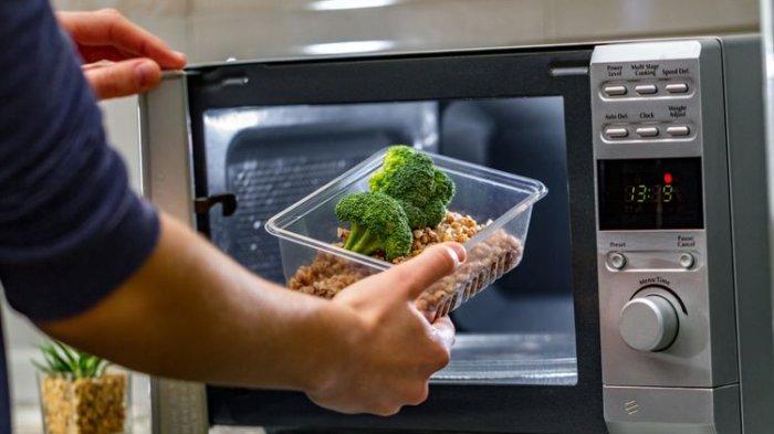 Wadah Jenis Apa Saja yang Boleh Dimasukkan ke Microwave?