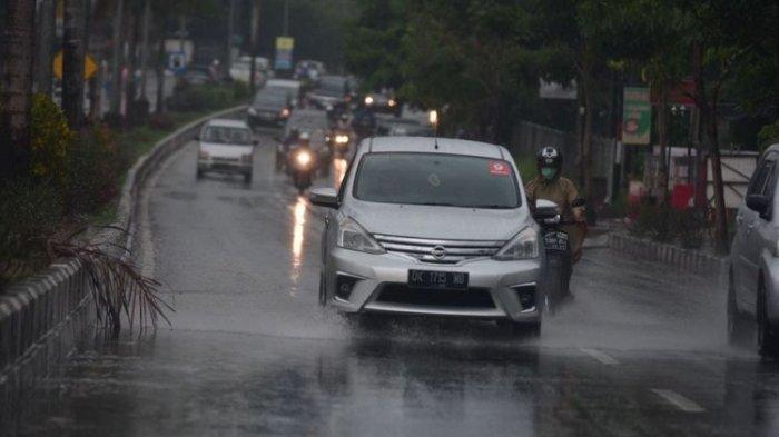 Apa yang Harus Dilakukan oleh Pengemudi Mobil Saat Hujan Deras?
