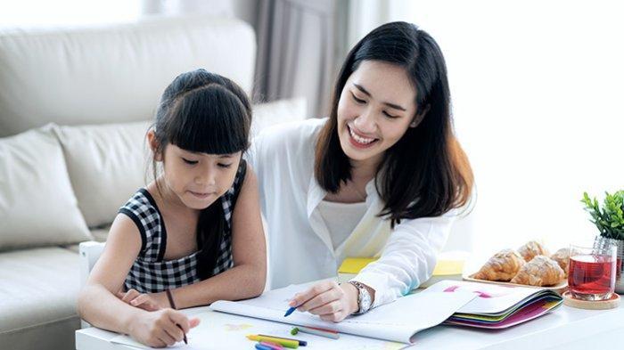 Tips Aman Meninggalkan Anak Bersama Pengasuh di Rumah