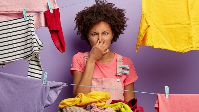 Cara Menghilangkan Bau Apek dari Pakaian