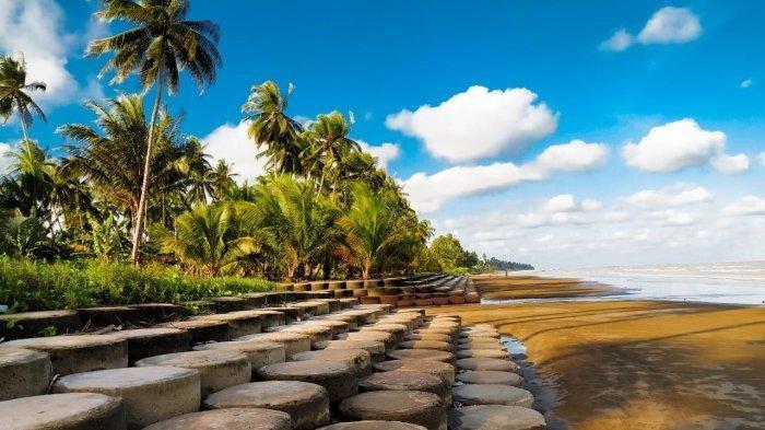 Pantai Tanjung Jumlai, dengan Hamparan Pasir & Pepohonan Kelapa Bikin Pengunjung Betah