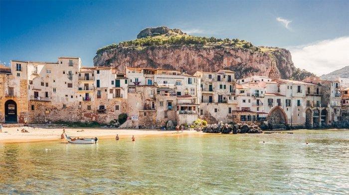 Italia Bayar Turis yang Berkunjung ke Pulau Ini