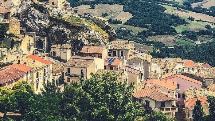 Desa Wisata di Italia Ini Tawarkan Penginapan Gratis Bagi Wisatawan yang Liburan Musim Panas