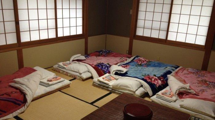 Alasan-alasan Mengapa Orang Jepang Lebih Suka Tidur di Lantai Pakai Kasur Lipat