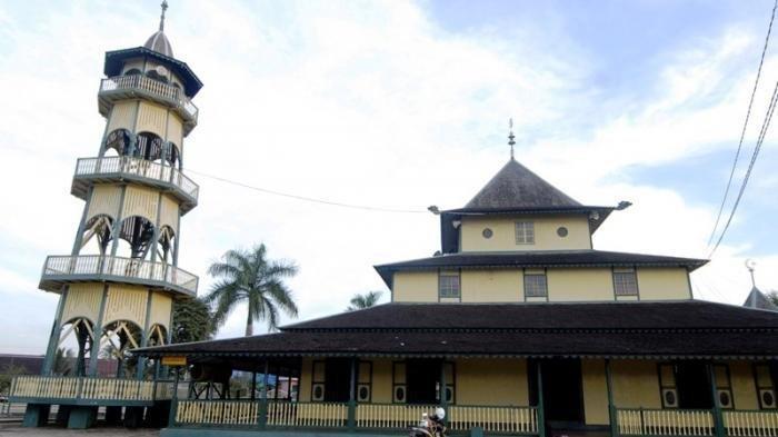 Wisata Religi ke Masjid Shiratal Mustaqiem Samarinda, Ada Alquran Berusia 400 Tahun