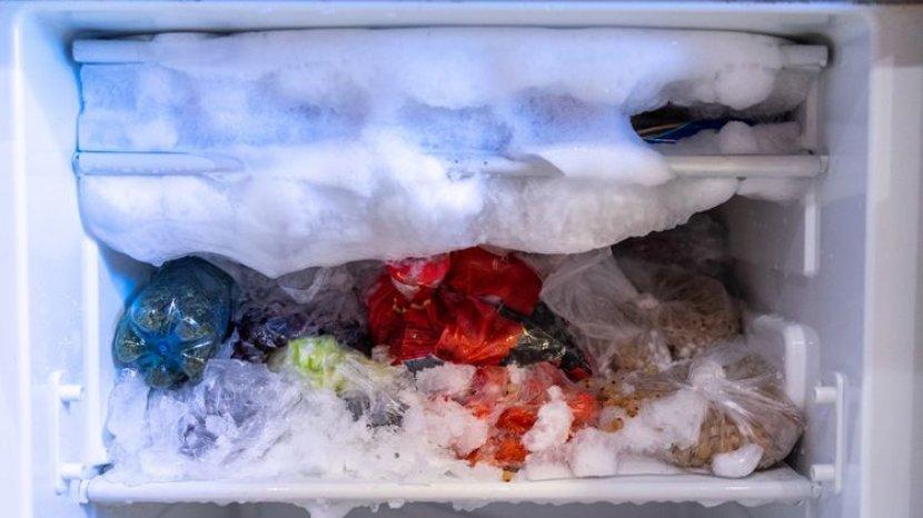 Kapan Defrost Freezer Harus Dilakukan?