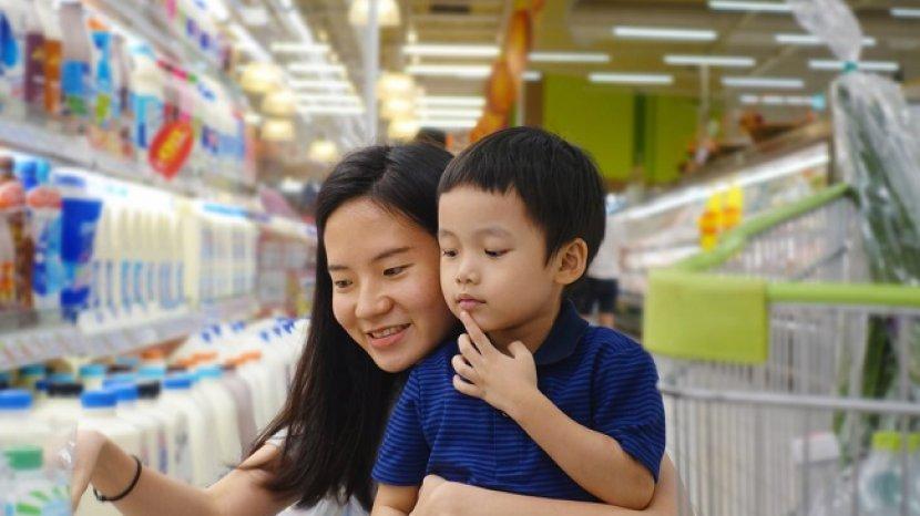 Anak Rewel Saat Diajak Belanja? Begini Cara Mencegah dan Mengatasinya