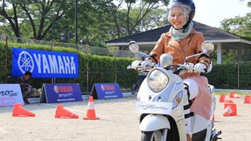 Tips Aman Mengemudi Motor, untuk Pengguna Jilbab