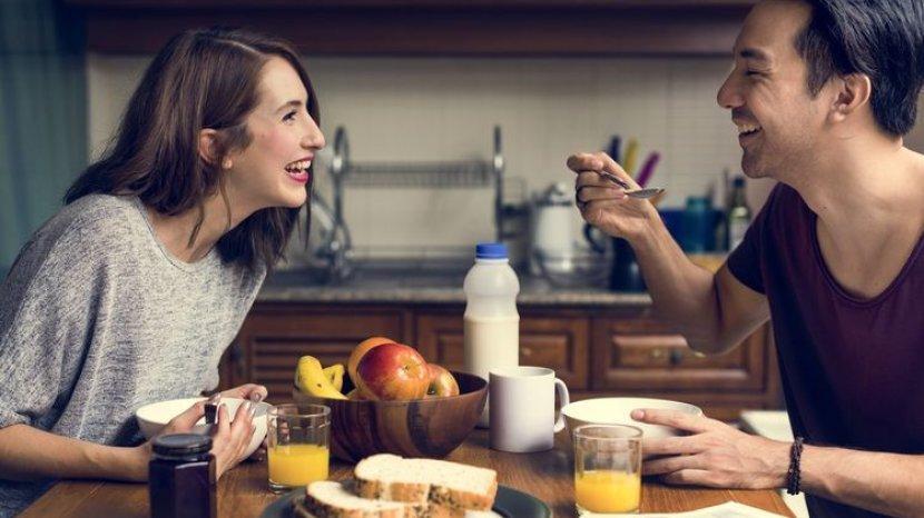 Menular Melalui Mulut, Apakah Covid-19 Menyebar Lewat Alat Makan di Restoran?