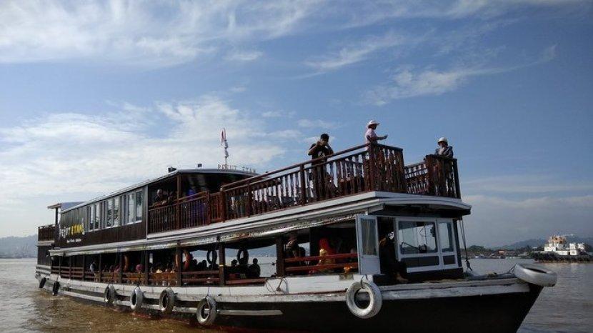 Ingin Nikmati Keindahan Sungai Mahakam dengan Kapal Wisata? Ini Tarif dan Fasilitasnya