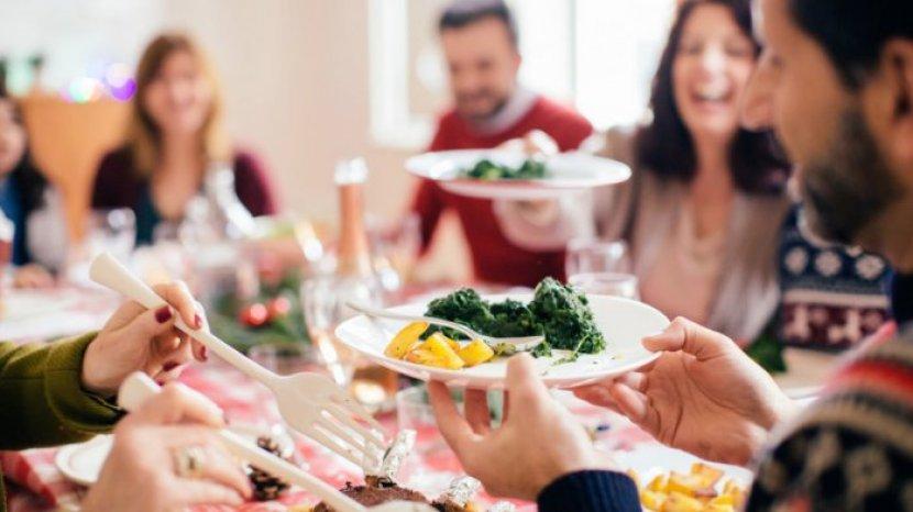 Covid-19 Bisa Ditularkan Lewat Alat Makan di Restoran? Ini yang Hsrus Dilakukan untuk Pencegahan