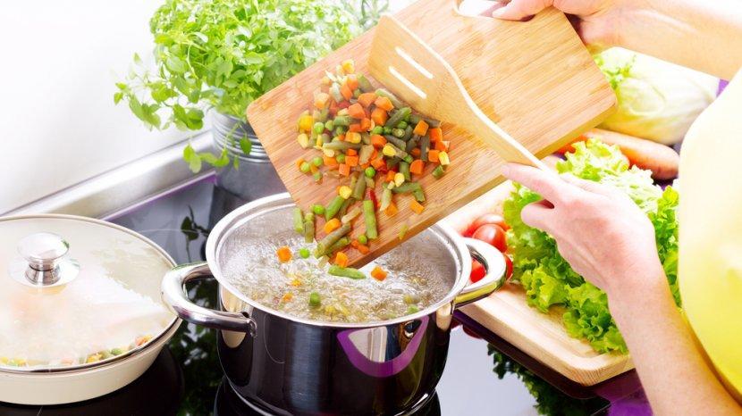 Cara Memasak Sayuran yang Benar, Agar Nutrisi & Manfaatnya Terjaga