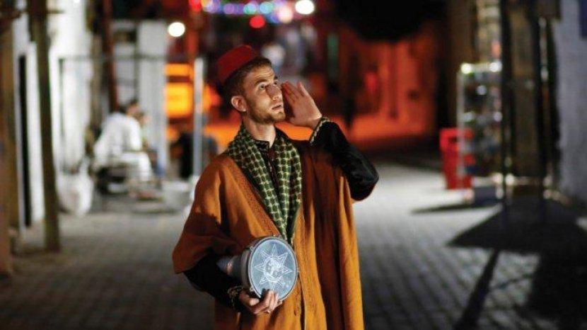 Di Arab Saudi, Bangunkan Sahur di bulan Ramadan Dibayar dan Jadi Pekerjaan