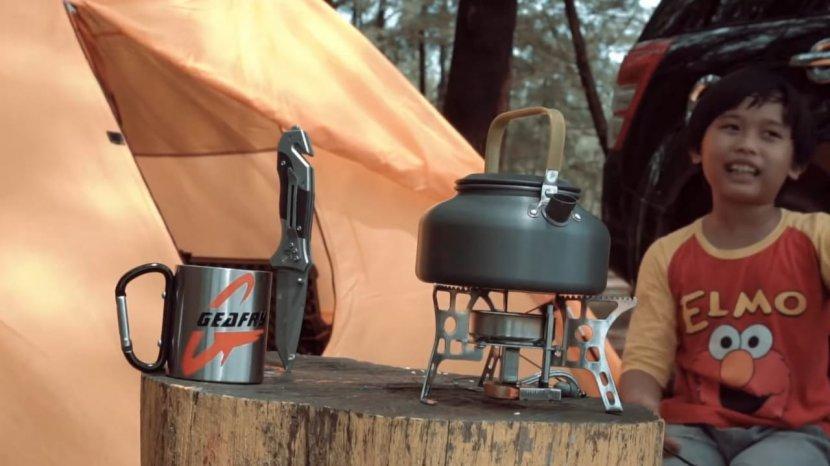 6 Peralatan Memasak yang Wajib Dibawa Saat Camping