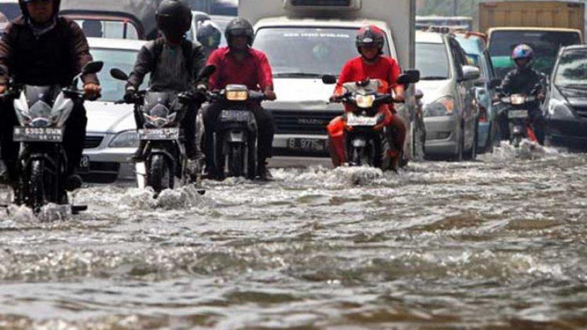 5 Tips Berwisata pada Musim Hujan agar Tetap Aman