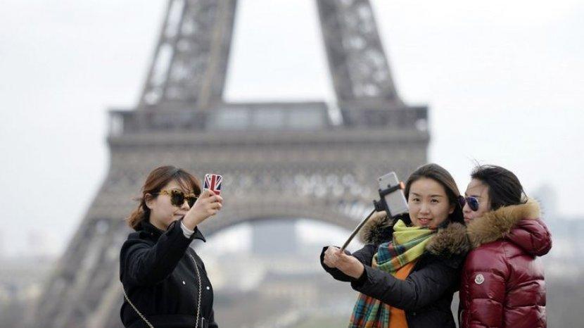 Mitos Foto Bertiga yang Terus Berkembang di Berbagai Negara, Banyak yang Percaya Membawa Sial