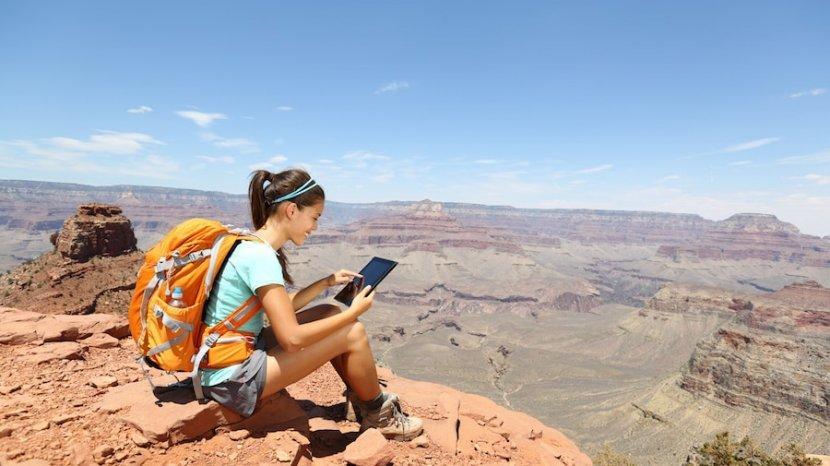 7 Benda yang Wajib Dibawa Wanita Saat Traveling