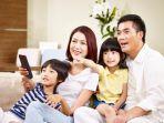 nonton-tv-bersama-keluarga.jpg