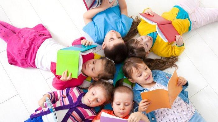4 Cara Orangtua Melatih Kemampuan Membaca Balita