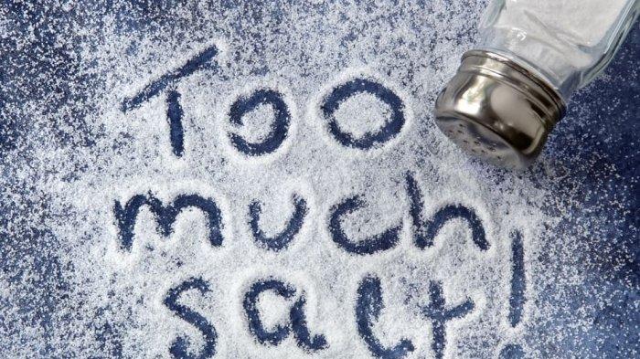 5 Efek Samping Kebanyakan Makan Garam yang Harus Diwaspadai