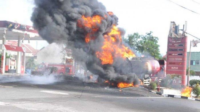 Main HP Saat Isi BBM Bisa Sebabkan Kebakaran? Ini Faktanya