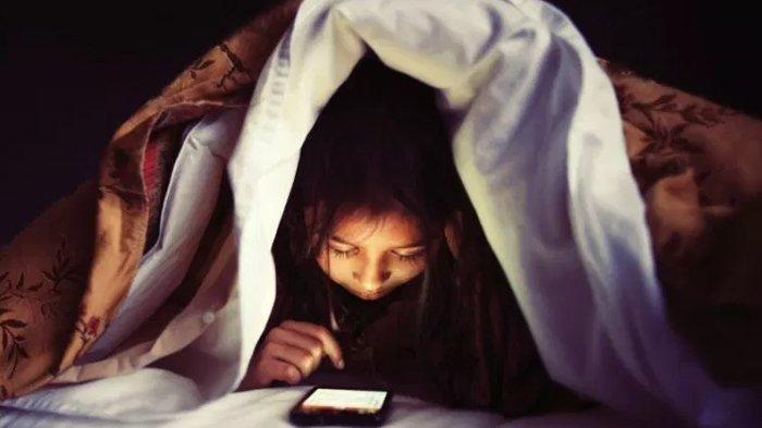 Terlalu Sering Menatap Layar Smartphone, Bisa Bikin Otak Menyusut