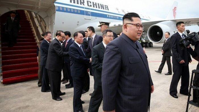 Diisukan Meninggal, Kim Jong Un Tiba-tiba Muncul di TV, Tapi Terlihat Ganjil