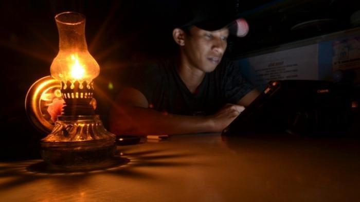 6 Hal yang Tidak Boleh Dilakukan Ketika Listrik Padam, Jangan Sampai Kehabisan Baterai Ponsel