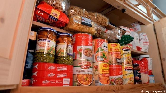 Panik, Warga Jerman Borong Makanan dalam Kaleng