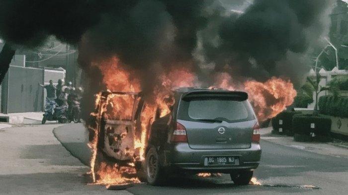 Memicu Kebakaran, Jangan Tinggalkan Benda-benda Ini di dalam Mobil