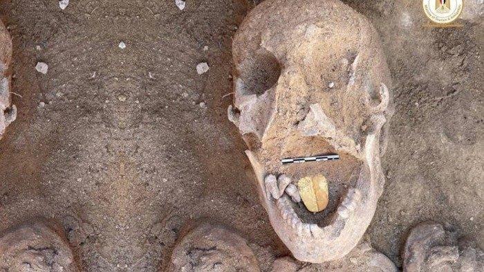 Mumi Berlidah Emas Ditemukan di Situs Pemakaman Mesir Kuno