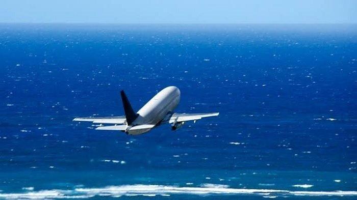 Mengapa Kebanyakan Jalur Pesawat Berada di Atas Laut? Ini Alasannya