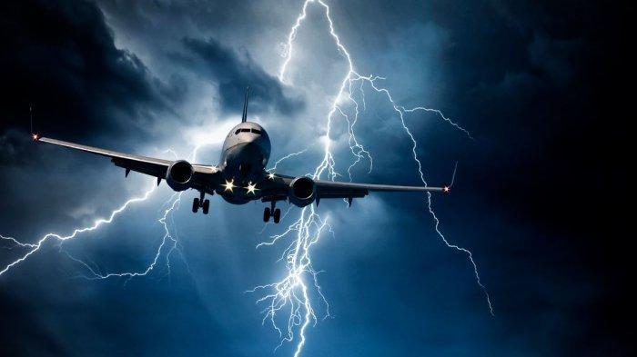 Apa yang Terjadi Jika Pesawat Tersambar Petir?