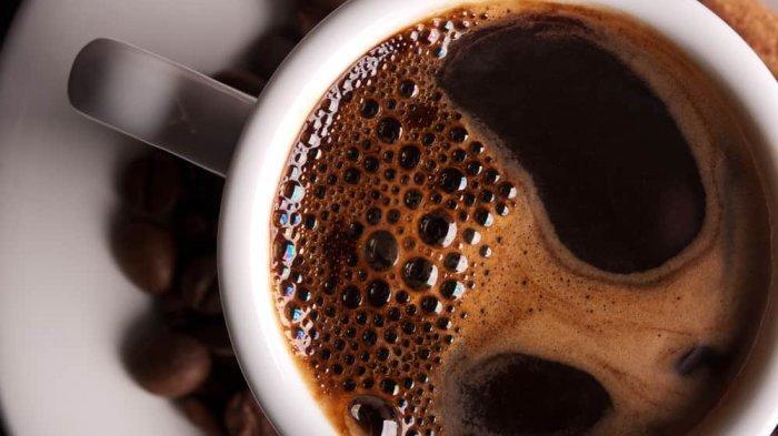 Jika kamu ingin mendapatkan manfaat maksimal dari kopi, hindari menambahkan gula.