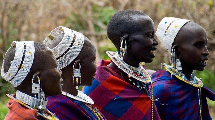 Suku Ini Saling Meludah Saat Bertemu, Dianggap Sebagai Bentuk Penghormatan