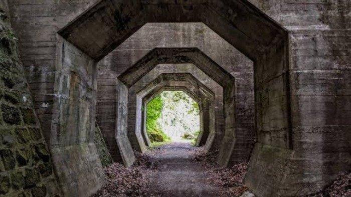 Sejarah Terowongan Segi Delapan yang Sering Menciptakan Bayangan Misterius