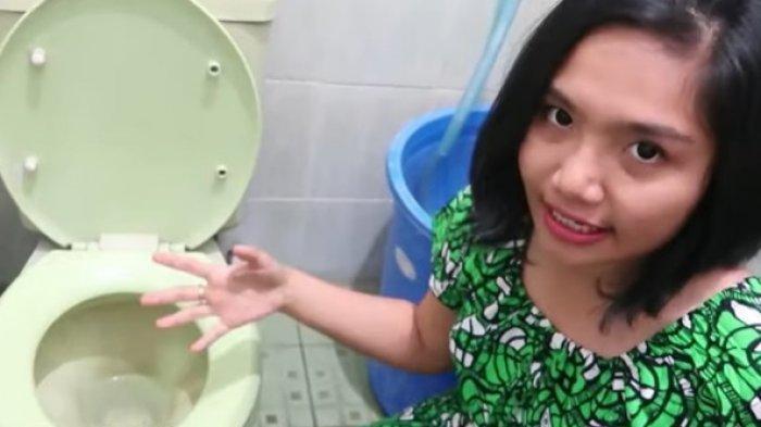 7 Benda yang Sering Anda Pegang, Padahal Lebih Jorok dari Toilet Umum