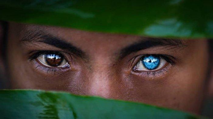Bermata Biru Menyala, Ini Keunikan Suku Pedalaman Indonesia